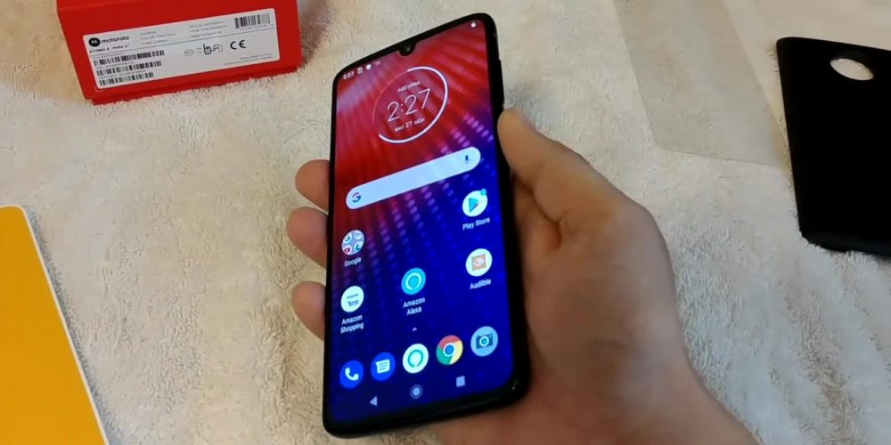 "Amazon ""Accidentally"" Sold a Moto Z4 Before Official Announcement"